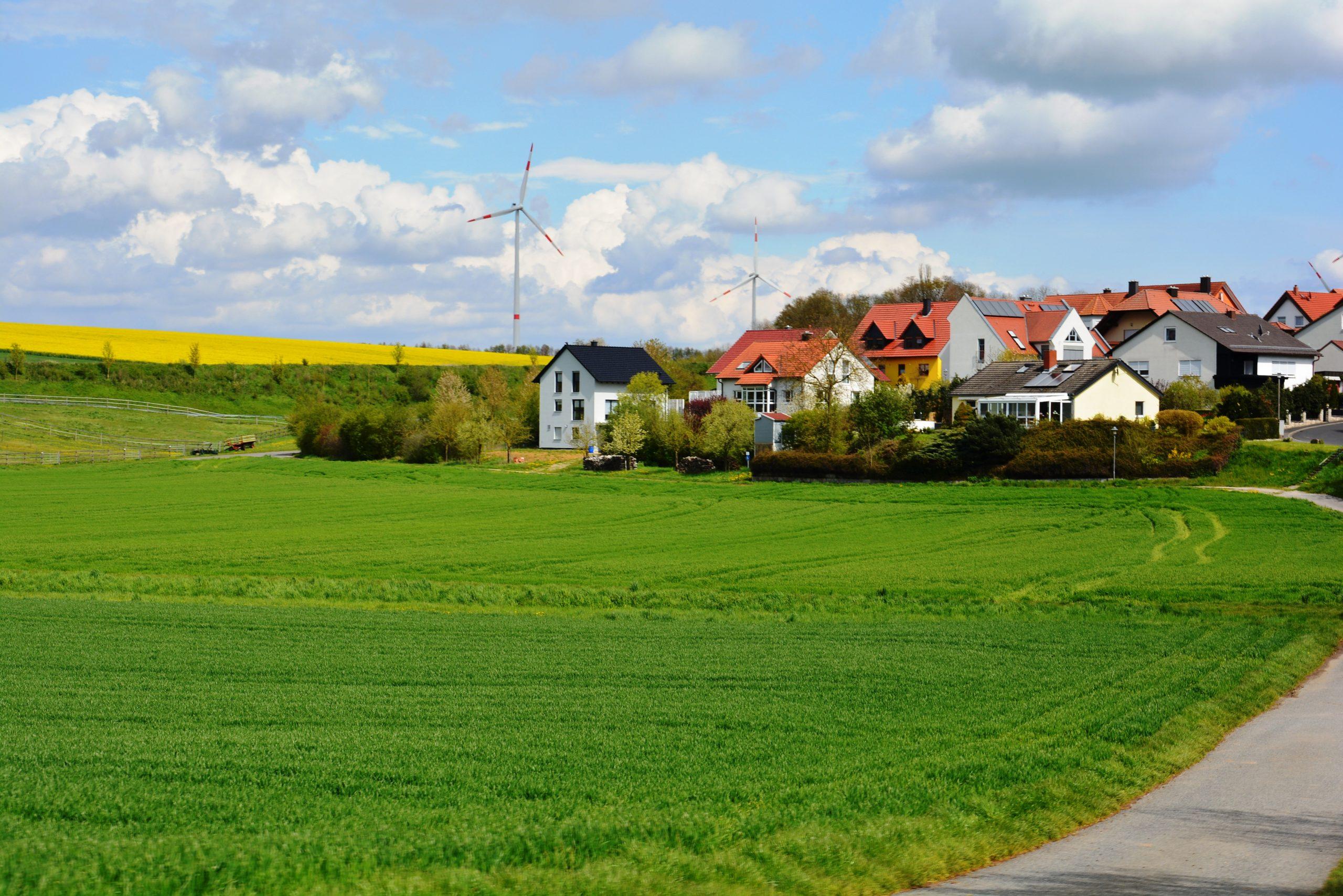 Einigung bei Solardeckel und Mindestabstand für Windräder