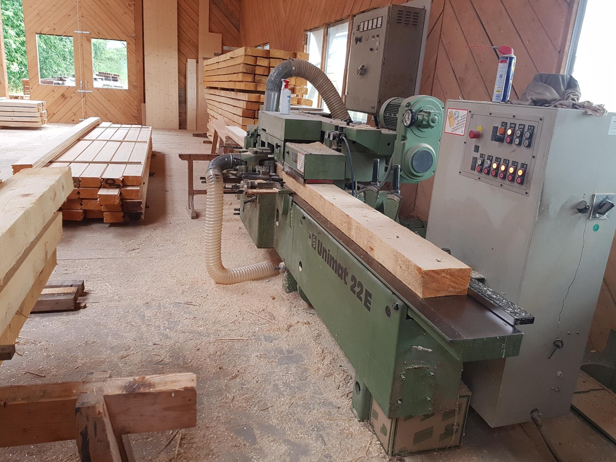 Aus rund wird eckig – Holztrocknung, Holzbearbeitung und Erdarbeiten