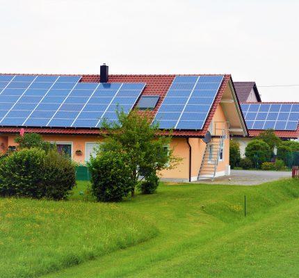 Hohe Nachfrage nach WebSeminaren rund um Sonnenenergie und Wärmepumpe