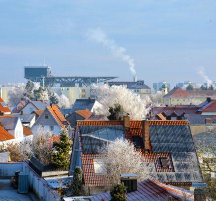 Jetzt online informieren: Nachhaltig heizen mit Erneuerbaren Energien!