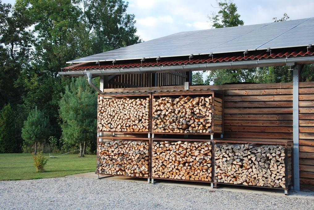 Holz in Lagerkisten