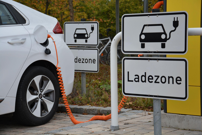 """C.A.R.M.E.N.-WebSeminar """"E-Fahrzeuge intelligent erneuerbar laden"""" am 24. November 2020"""